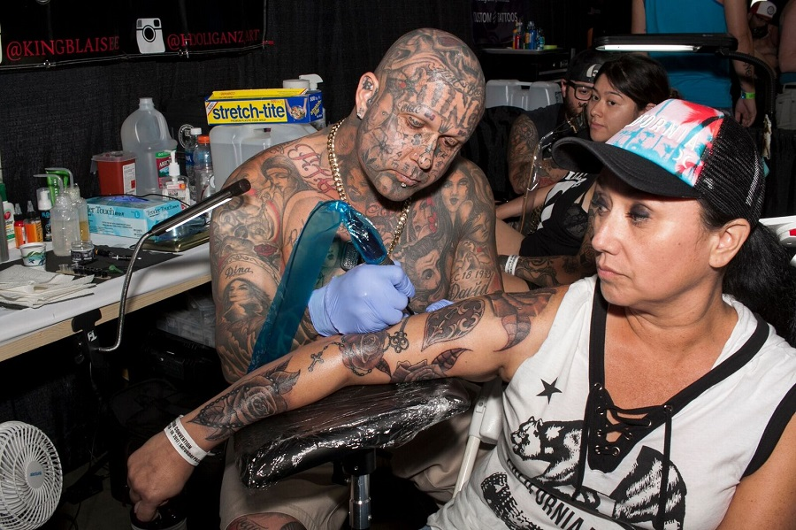 In Pictures With Ink N Iron No More Socal Tattooers Still Flock To Long Beach For La Tattoo Convention The Hi Lo