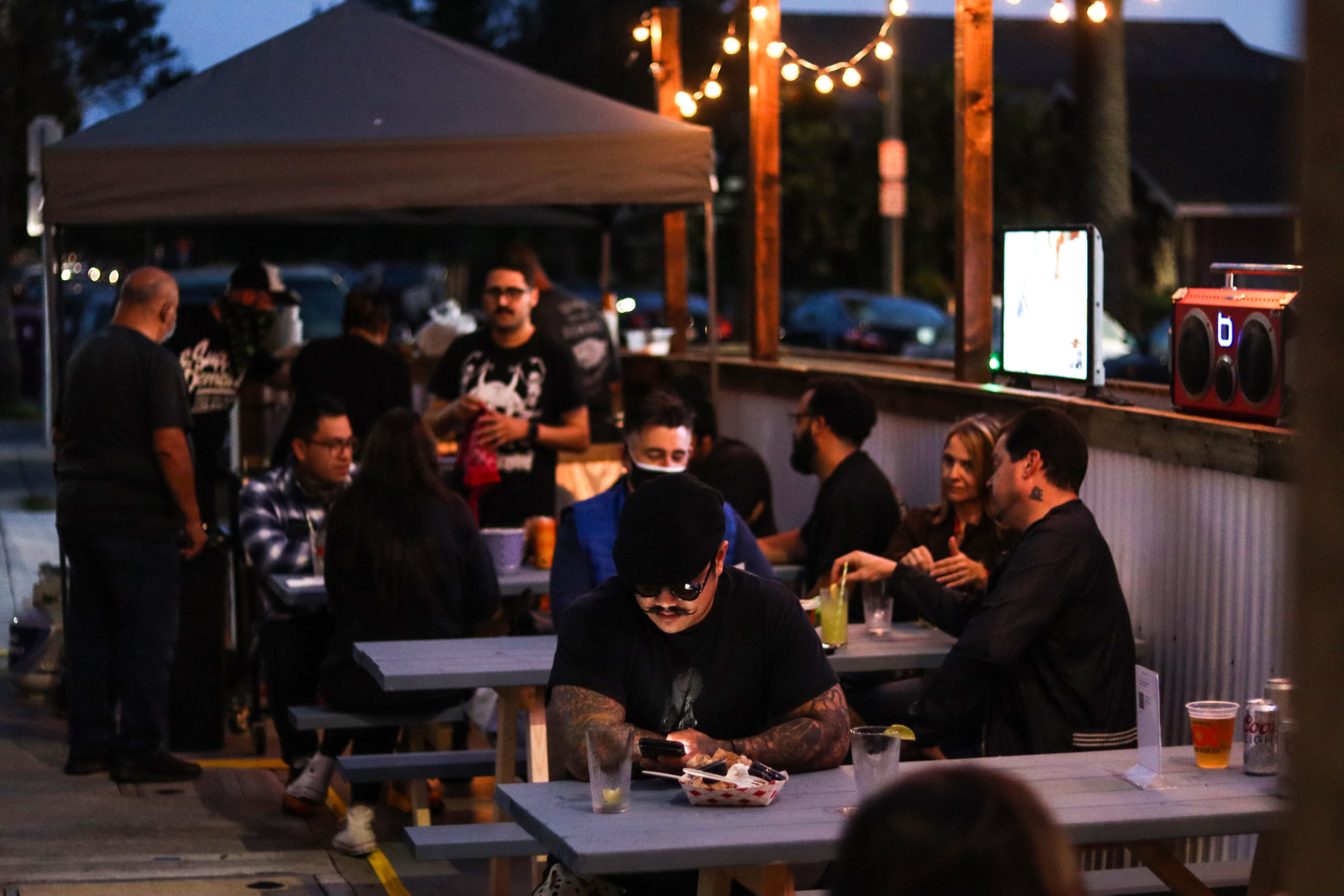 Long Beach may let restaurants keep temporary outdoor-dining areas longer than planned